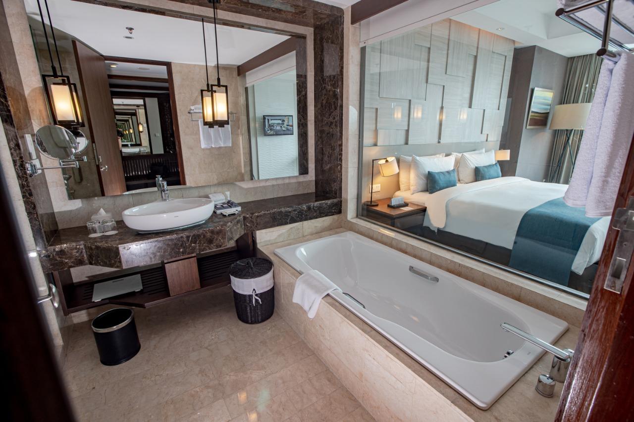 Club King Bathroom